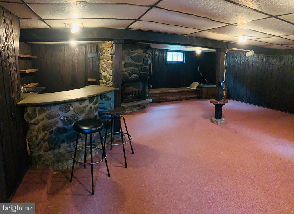 Basement bar view - 600 W WASHINGTON ST, MIDDLEBURG