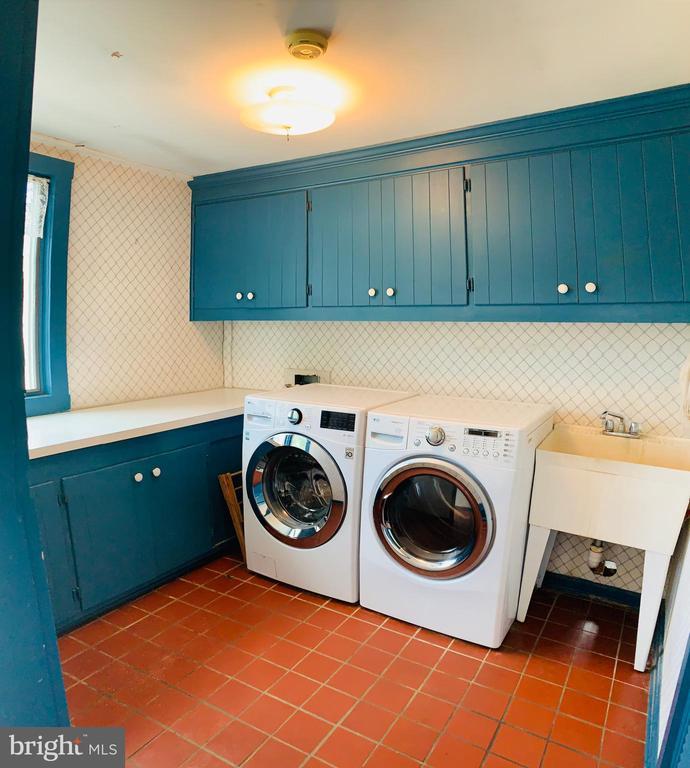 Laundry Room - 600 W WASHINGTON ST, MIDDLEBURG