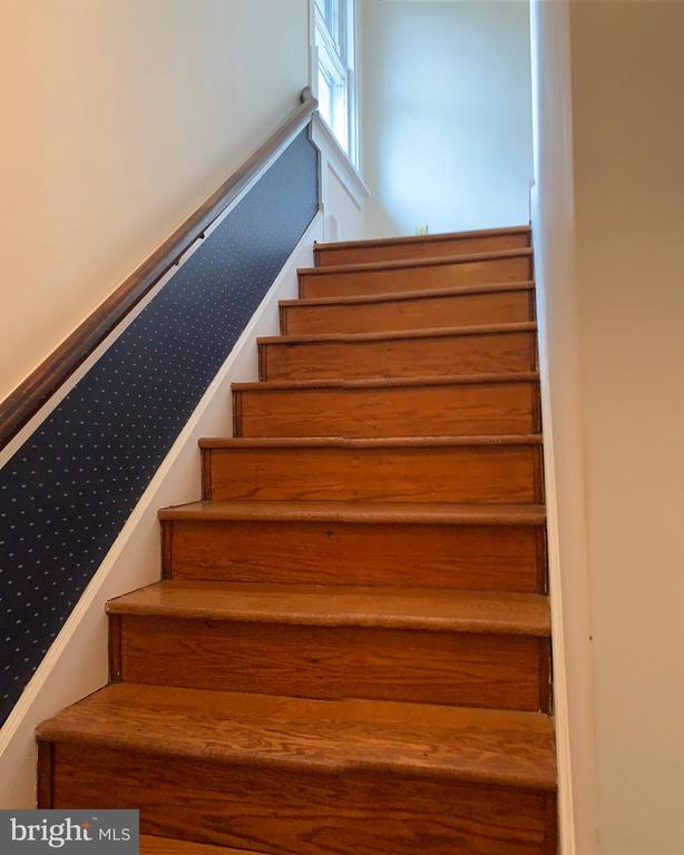 Stairs leading to the upper floor - 600 W WASHINGTON ST, MIDDLEBURG