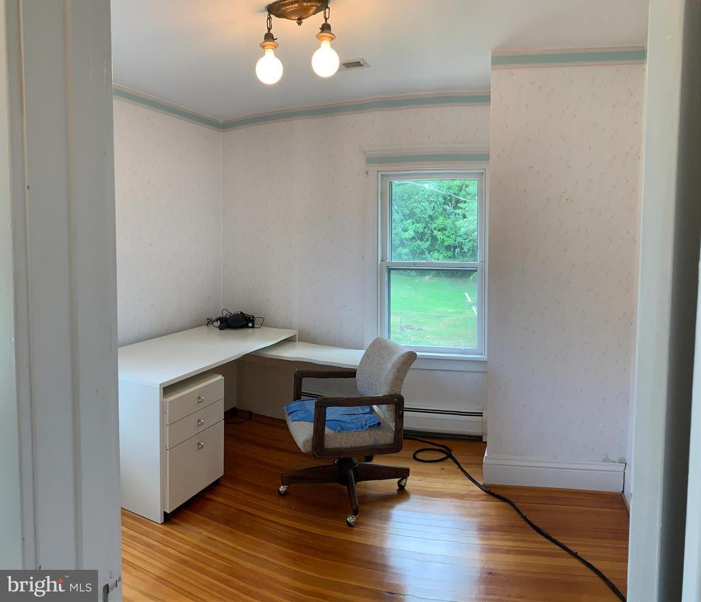1st Bedroom upstairs - 600 W WASHINGTON ST, MIDDLEBURG