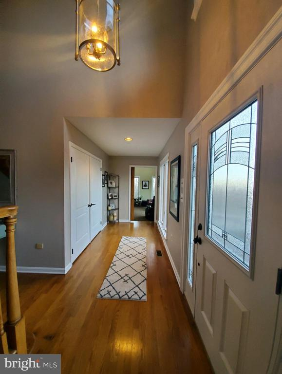 Entry foyer, view 2 - 5520 BOOTJACK DR, FREDERICK