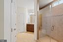 Owner's luxury bath with 2 linen closets - 41932 CLOVER VALLEY CT, ASHBURN