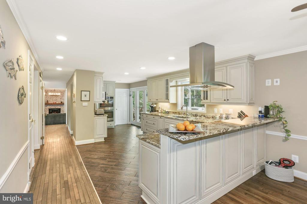 Fabulous Kitchen well appointed - 1958 BARTON HILL RD, RESTON