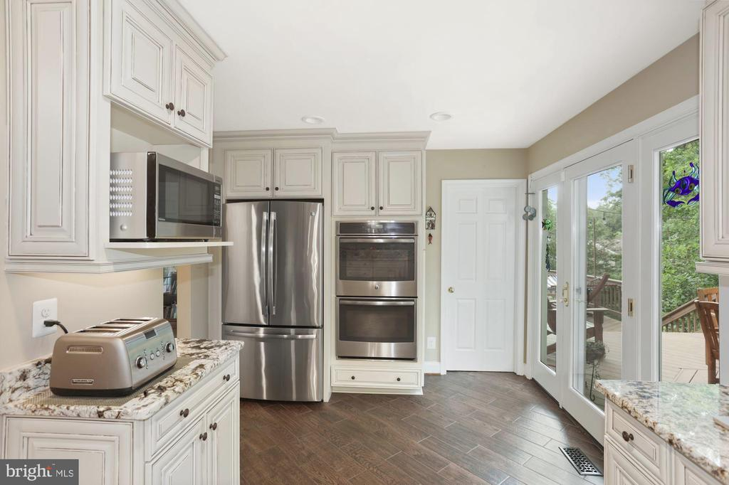 Stainless Appliances and entry to tiered deck - 1958 BARTON HILL RD, RESTON