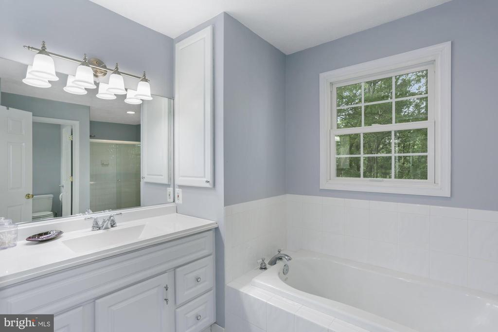 Master Bath w/separate tub/shower - 1958 BARTON HILL RD, RESTON
