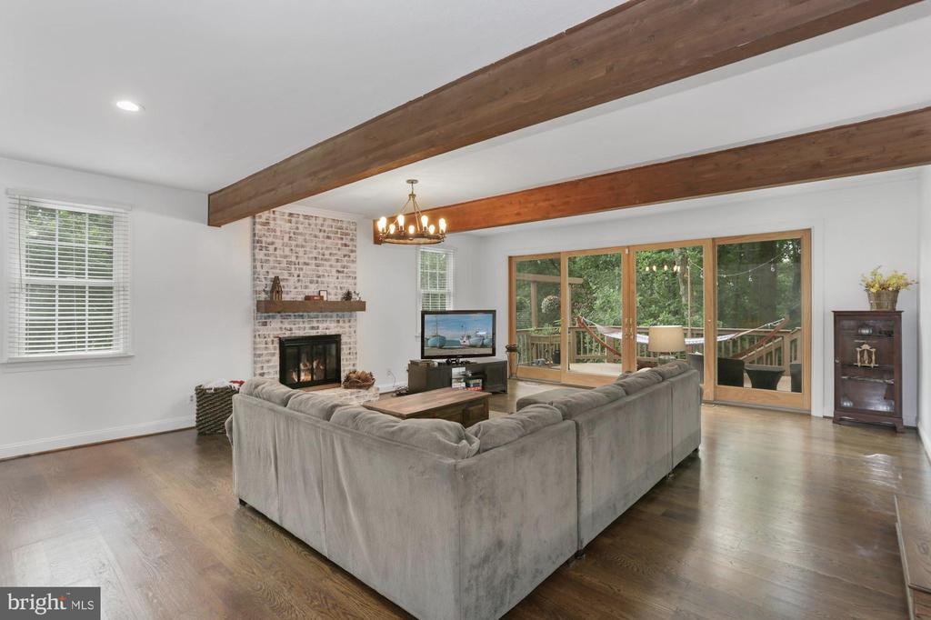 Extraordinary Family Room with amazing views - 1958 BARTON HILL RD, RESTON