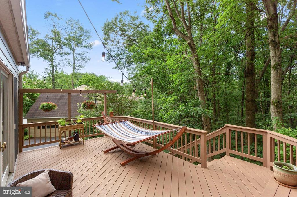 Relax and unwind on this gorgeous deck - 1958 BARTON HILL RD, RESTON