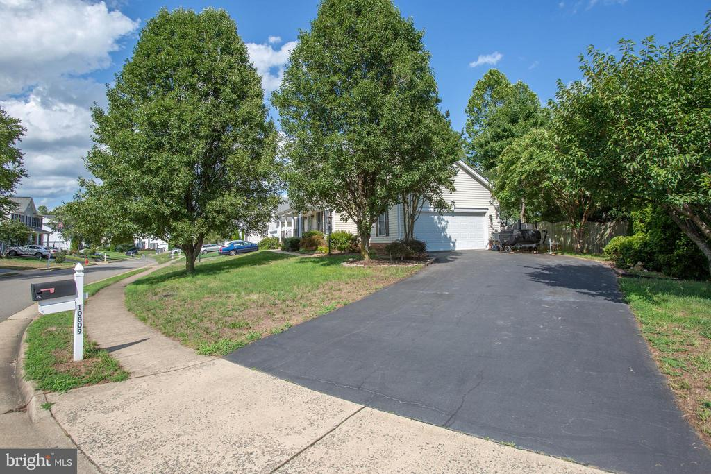 Paved driveway for numerous cars - 10809 STACY RUN, FREDERICKSBURG