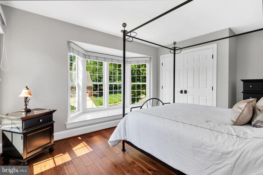Bedroom with bay window & window seat & hwd floors - 8119 HADDINGTON CT, FAIRFAX STATION