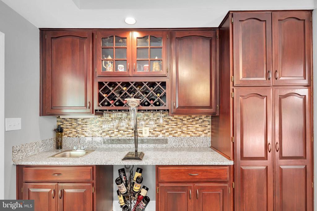 This kitchen is a chefs dream! - 8119 HADDINGTON CT, FAIRFAX STATION