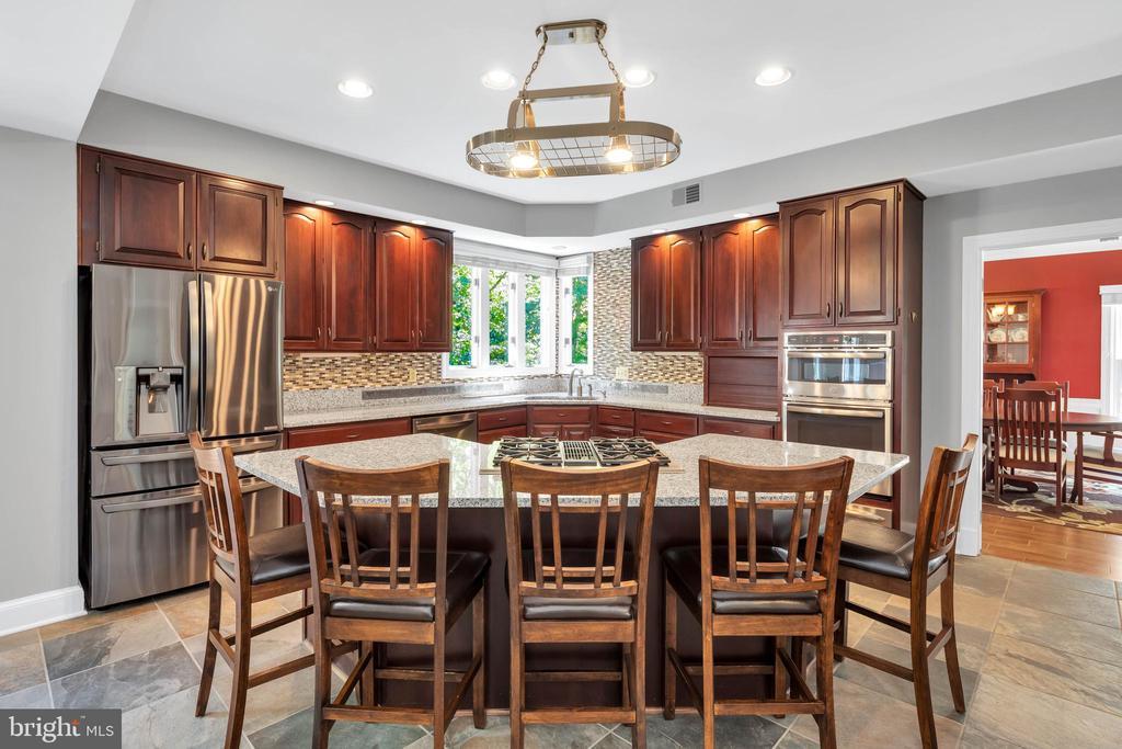 Ample seating on is kitchen island - 8119 HADDINGTON CT, FAIRFAX STATION