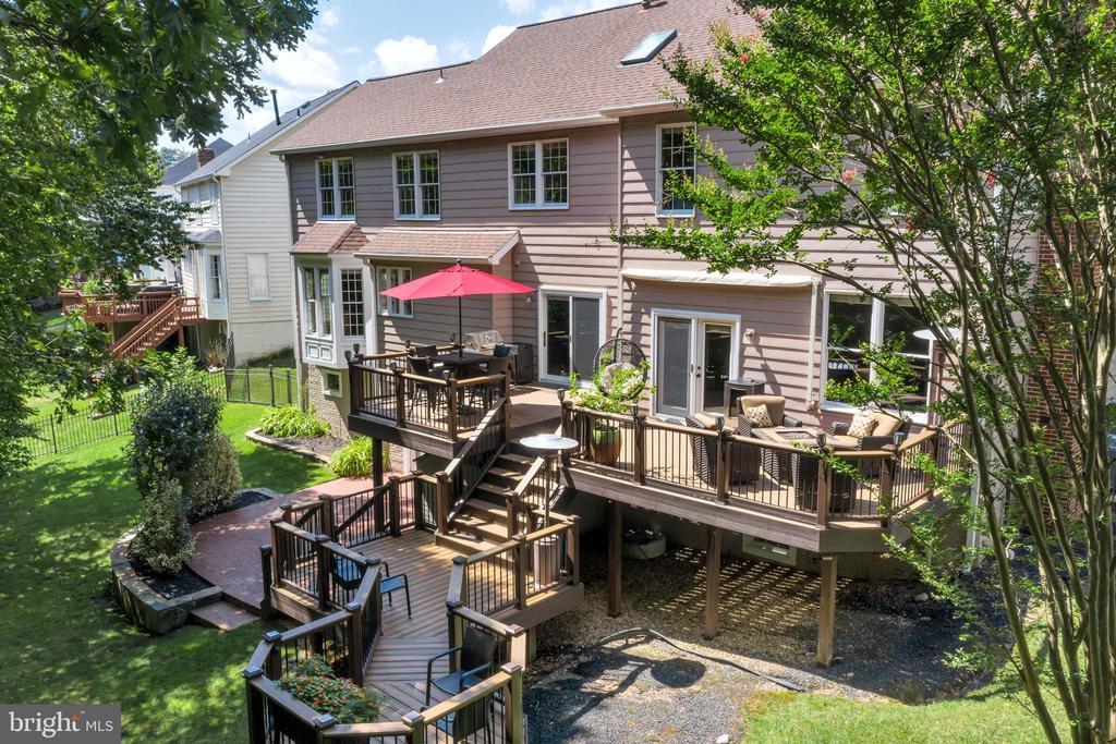 Backyard oasis at its finest! - 8119 HADDINGTON CT, FAIRFAX STATION