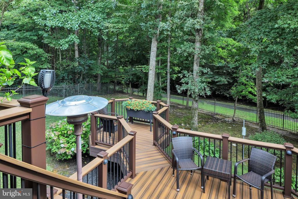 Amazing multi-tiered deck on great size lot! - 8119 HADDINGTON CT, FAIRFAX STATION