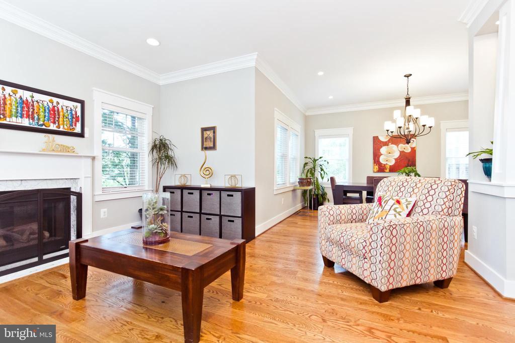 Formal Living Room - 3000 12TH ST S, ARLINGTON