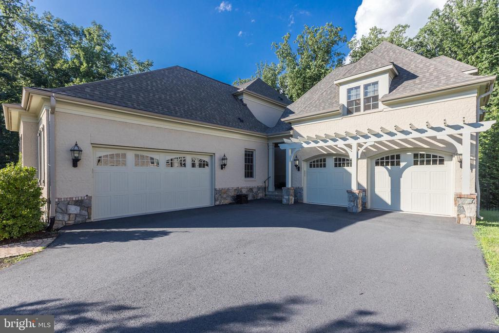 Two  Garages Hold 4 Cars - 1351 BLAIRSTONE DR, VIENNA