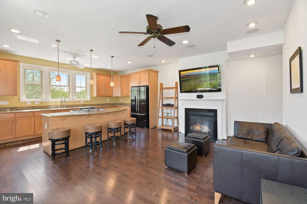 This TV and Mount Convey with home - 2617 S KENMORE CT, ARLINGTON