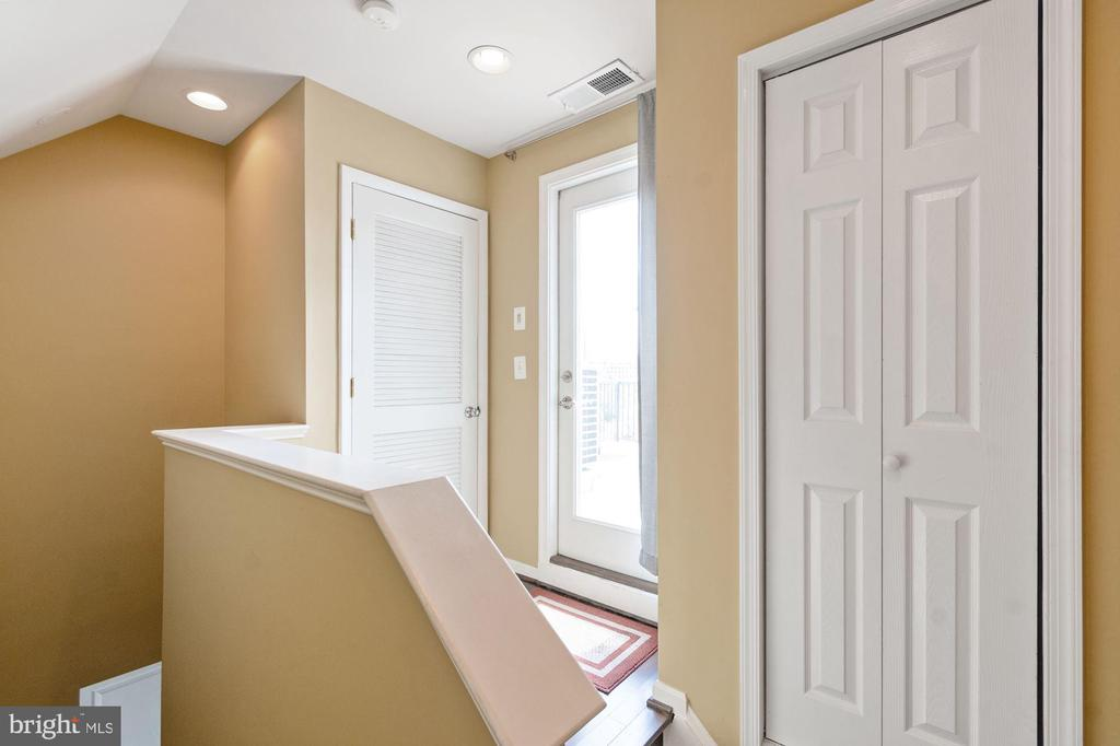 Roof Deck Access - 2617 S KENMORE CT, ARLINGTON