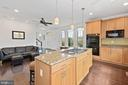 Large center island - 2617 S KENMORE CT, ARLINGTON