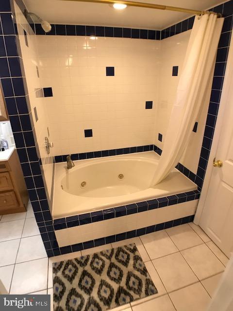 Bathroom / Soaking Tub - 9525 RIGGS RD, ADELPHI