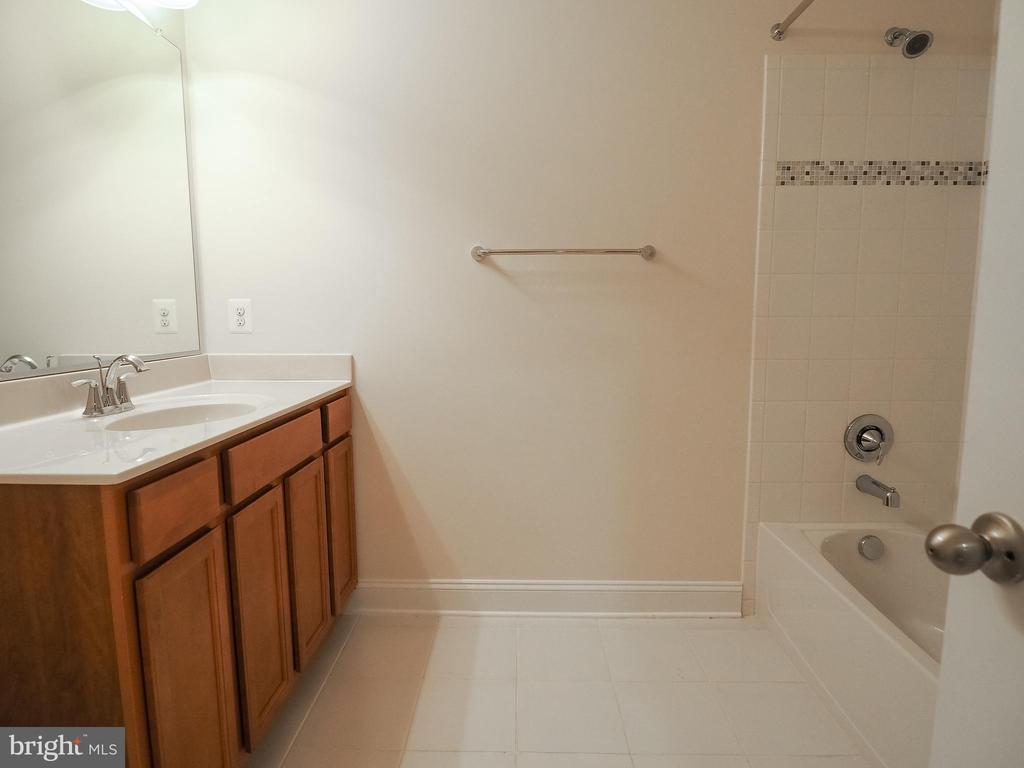 Full Bath Basement - 41868 PADDOCK GATE PL, ASHBURN