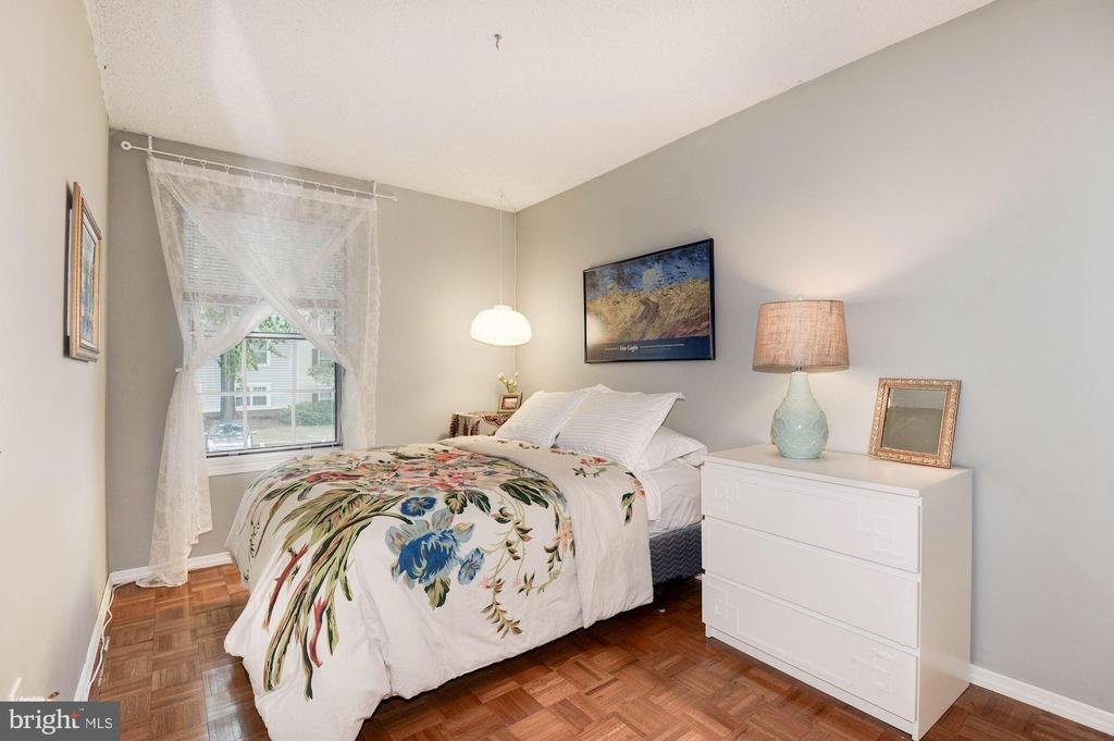 Bedroom #2 - Generously Sized! - 7758 NEW PROVIDENCE DR #10, FALLS CHURCH