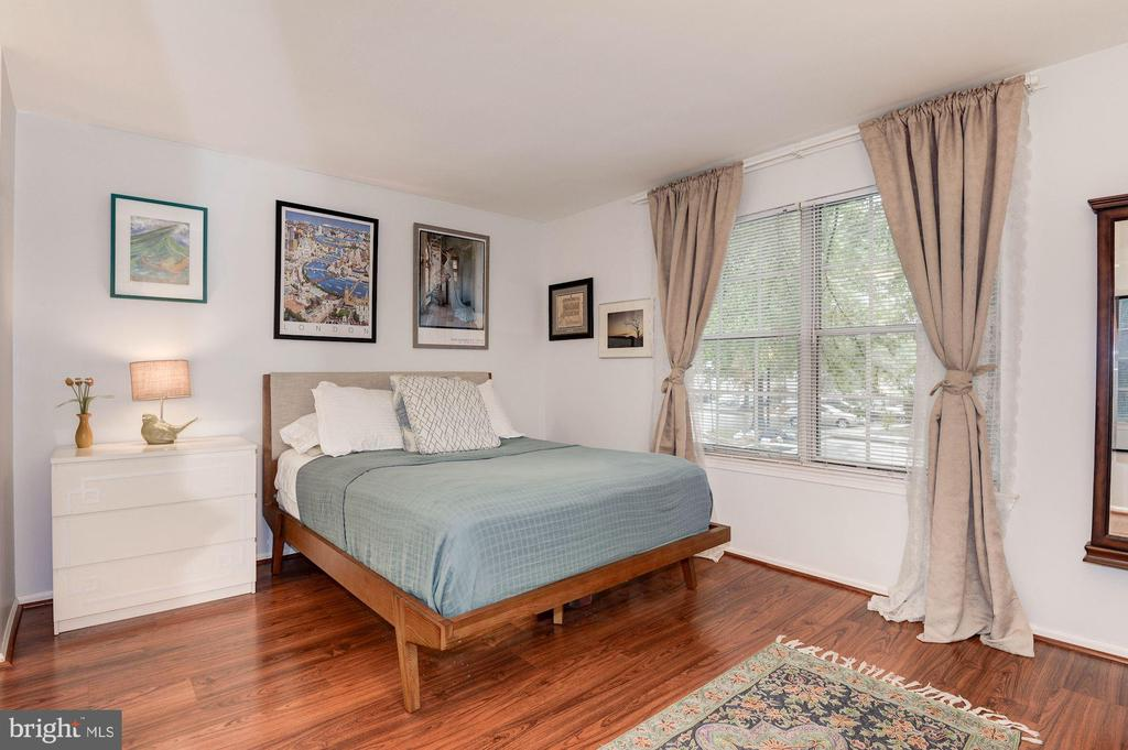 Master Bedroom - Wide Plank Flooring! - 7758 NEW PROVIDENCE DR #10, FALLS CHURCH