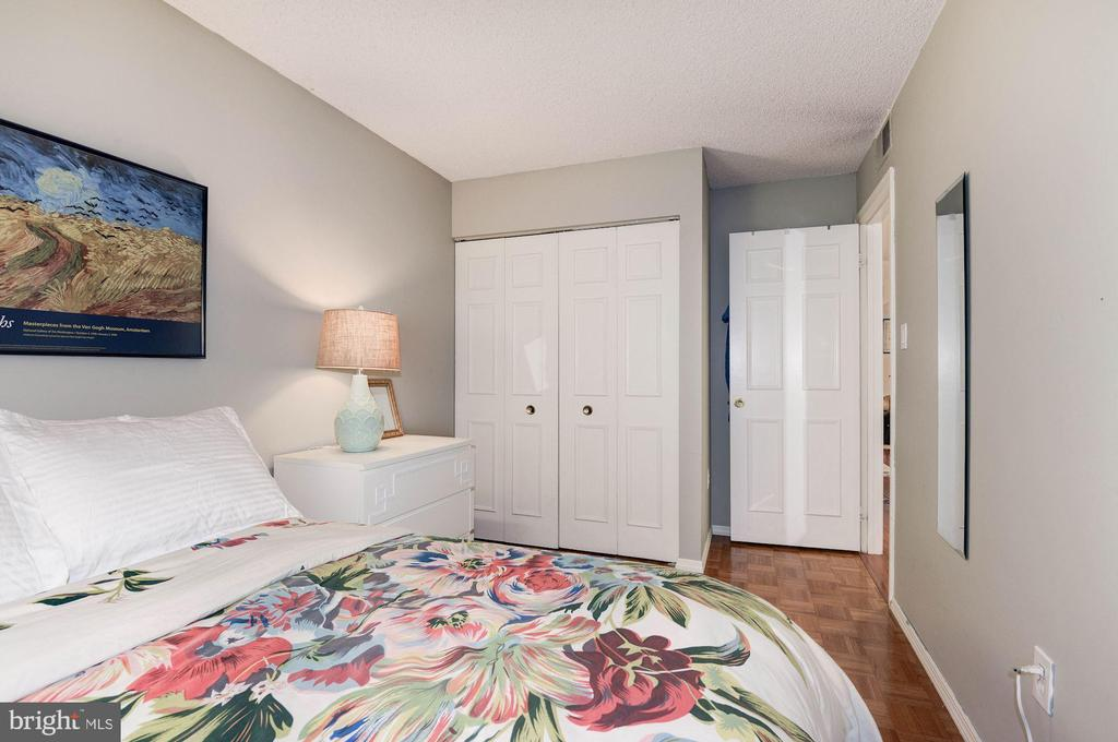 Bedroom #2 - Double Wide Closet! - 7758 NEW PROVIDENCE DR #10, FALLS CHURCH