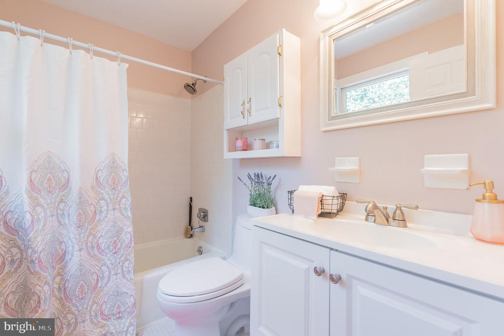 En suite bath has been remodeled - 10832 MIDDLEBORO DR, DAMASCUS