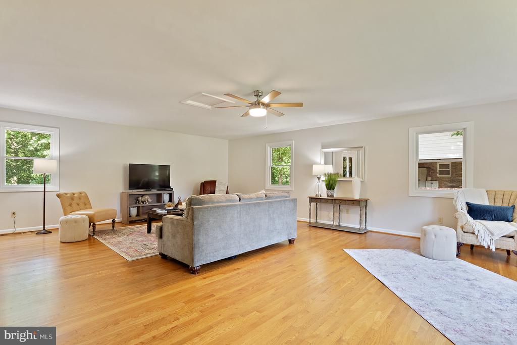 New ceiling fan & double entry from the kitchen - 10832 MIDDLEBORO DR, DAMASCUS