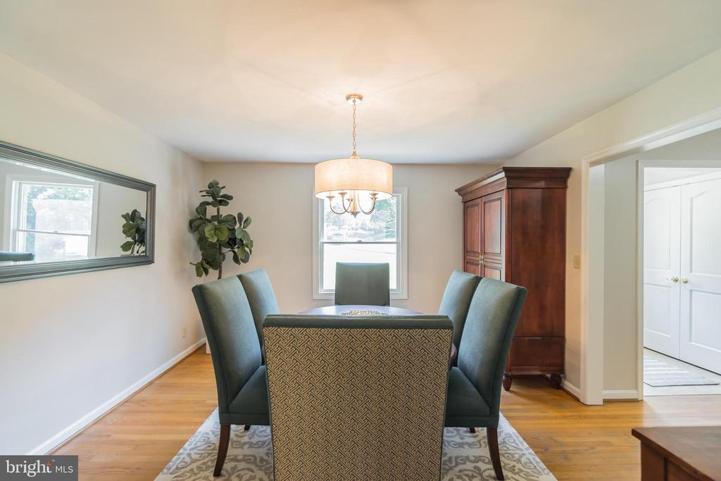 Turn any day into a holiday in the formal dining - 10832 MIDDLEBORO DR, DAMASCUS