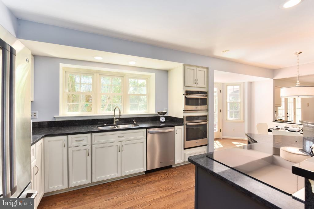 Stainless steel appliances - 1000 DARTMOUTH RD, ALEXANDRIA