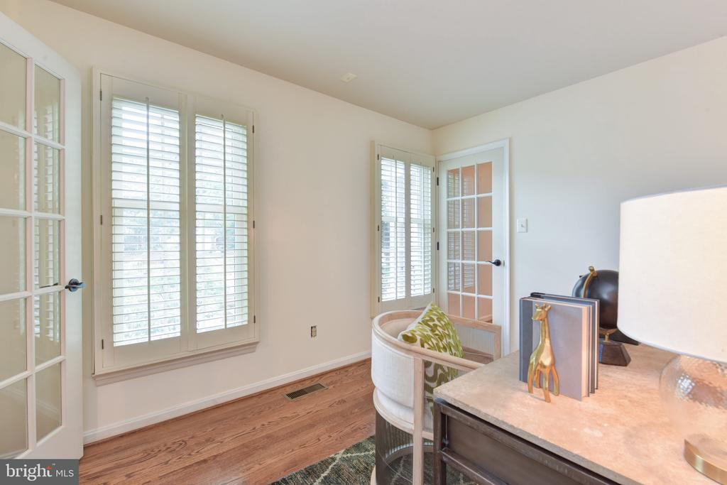 Main level office with plantation shutters - 1000 DARTMOUTH RD, ALEXANDRIA