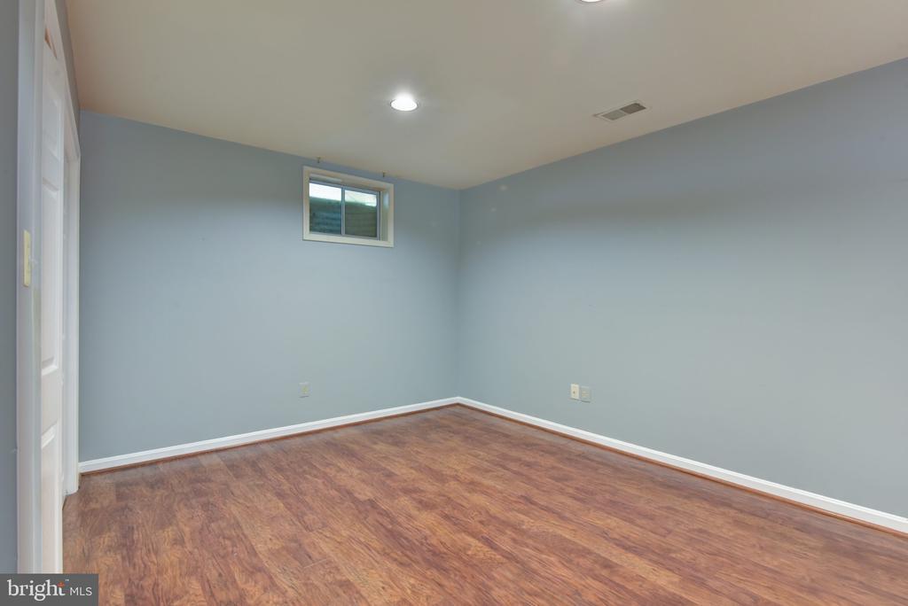 Lower level au-pair suite - 1000 DARTMOUTH RD, ALEXANDRIA