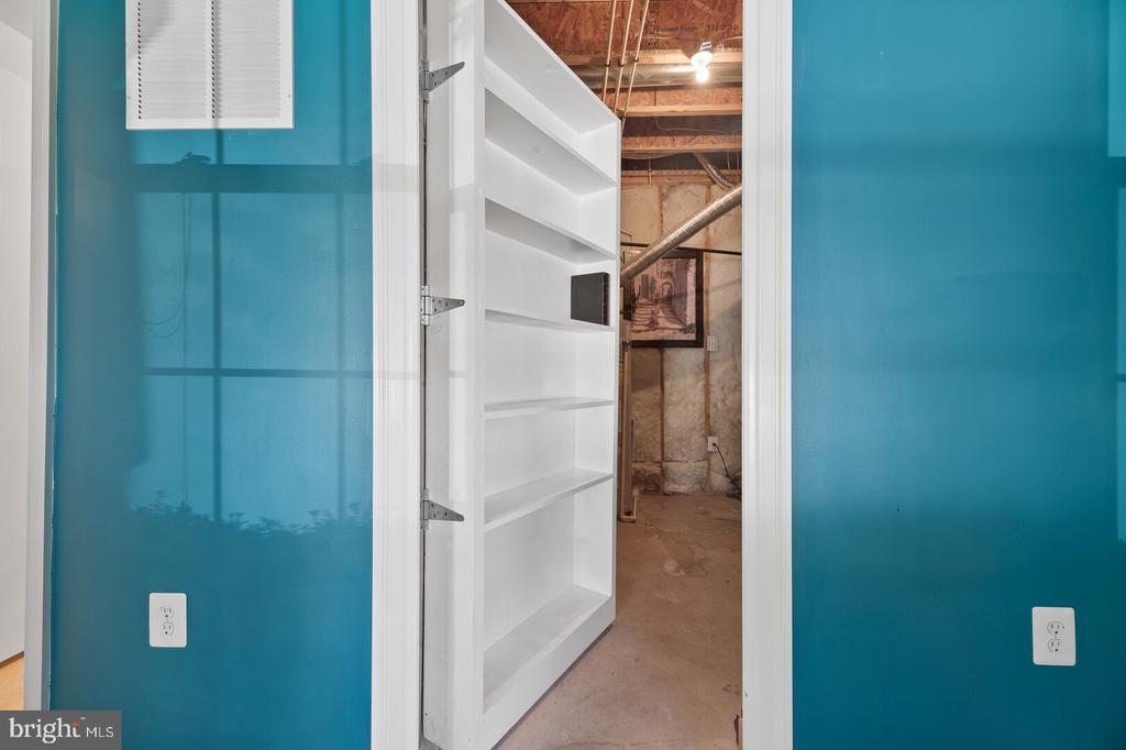 Secret Storage - 20232 SENECA SQ, ASHBURN