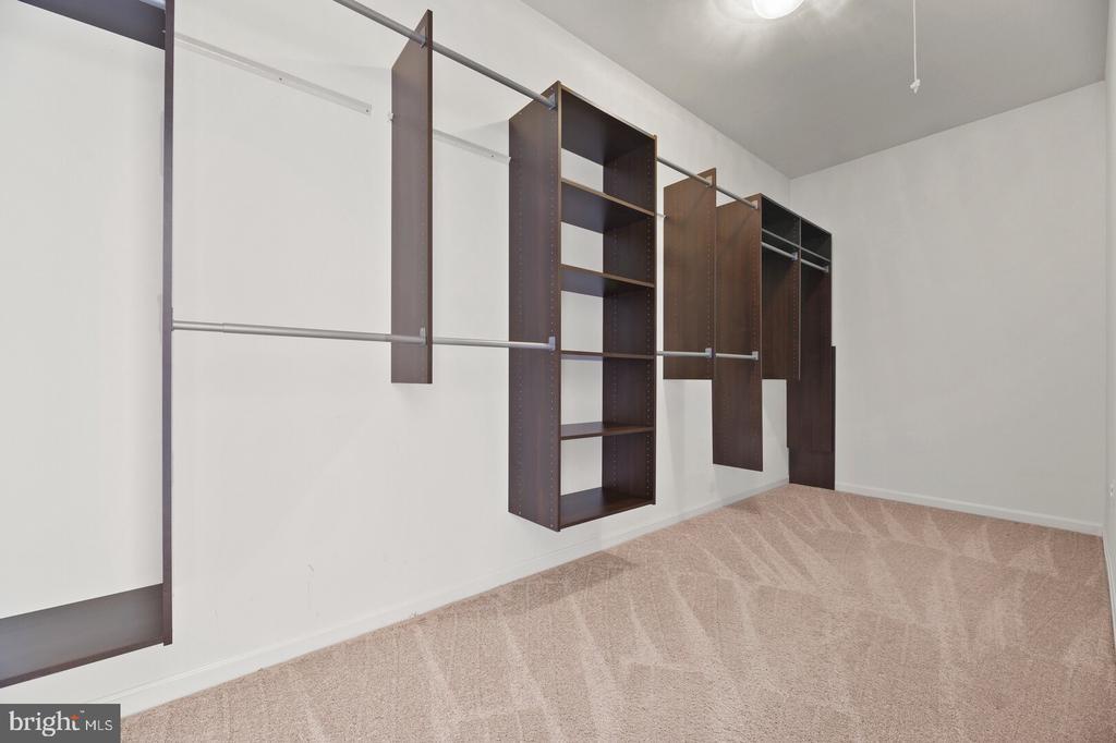 Expanded Walk in Closet Owner's Suite - 20232 SENECA SQ, ASHBURN