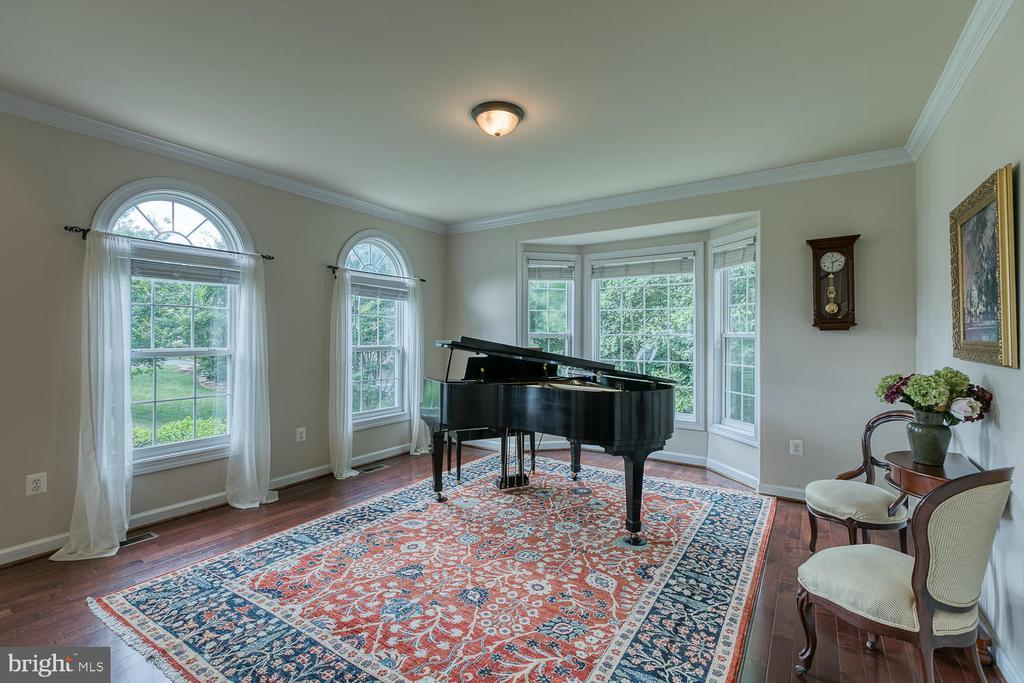 Beautiful Living Room with Bay Window - 5 ABRAHAM CT, STAFFORD