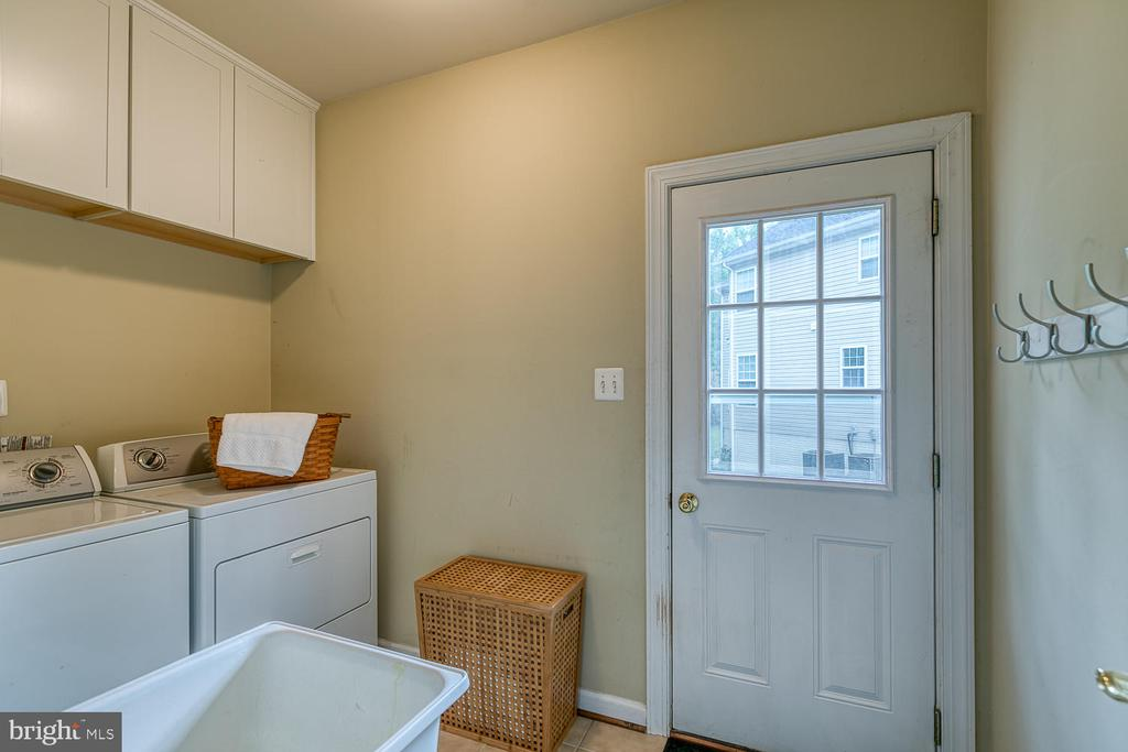 Walk In Laundry Room with Laundry Tub - 5 ABRAHAM CT, STAFFORD