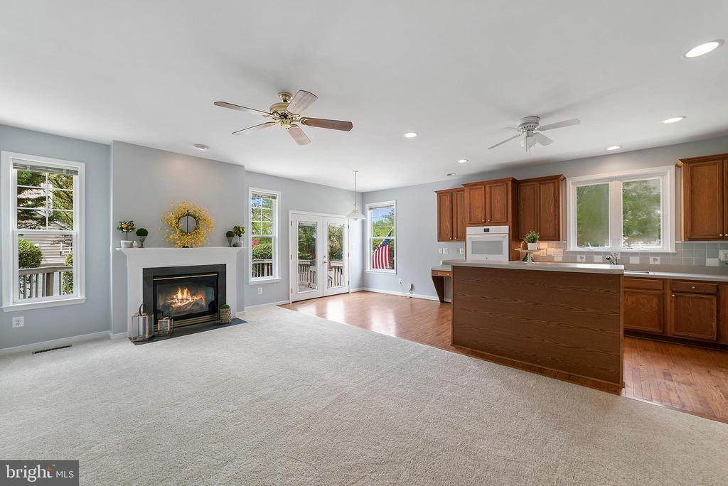 Gas Fireplace Open Kitchen - 26235 OCALA CIR, CHANTILLY
