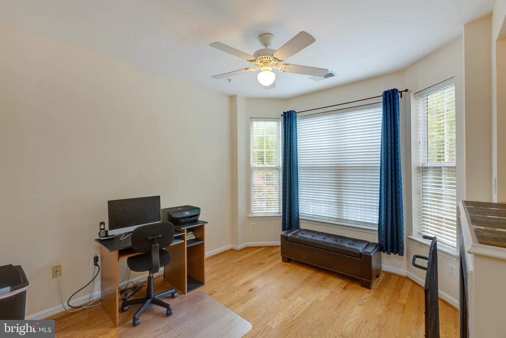 Bright family room area - 6495 TAYACK PL #201, ALEXANDRIA