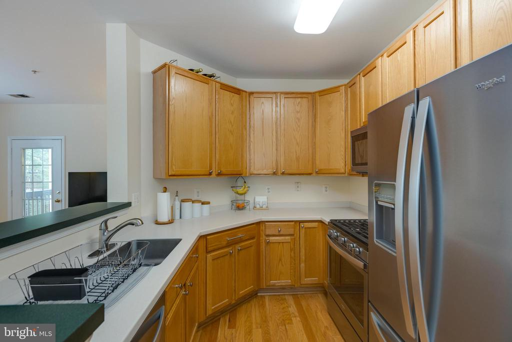 Large cook's kitchen - 6495 TAYACK PL #201, ALEXANDRIA