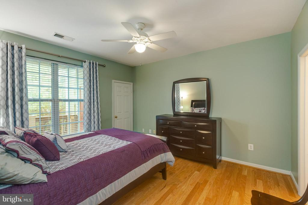 Large, bright master suite with hardwood floors - 6495 TAYACK PL #201, ALEXANDRIA