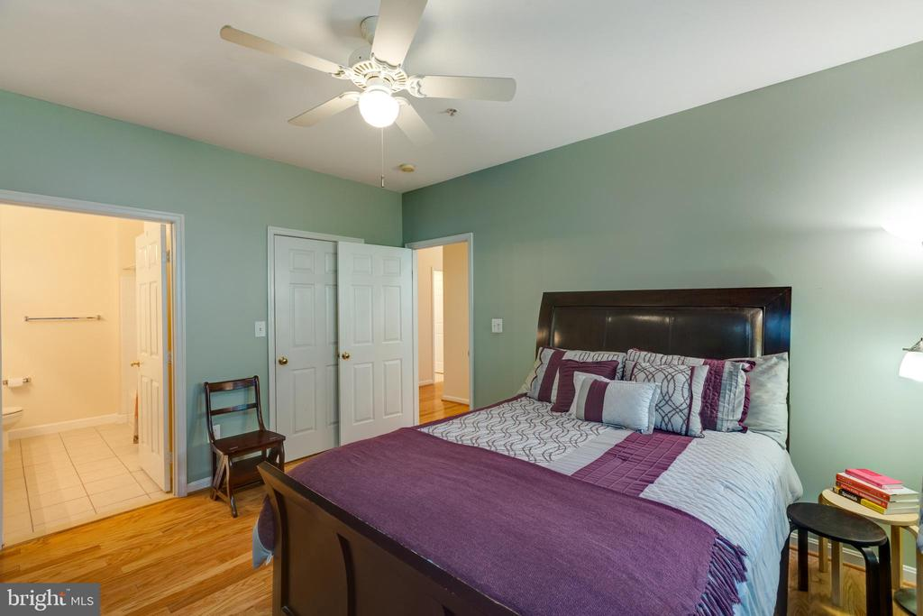 Master bedroom with en suite bath - 6495 TAYACK PL #201, ALEXANDRIA