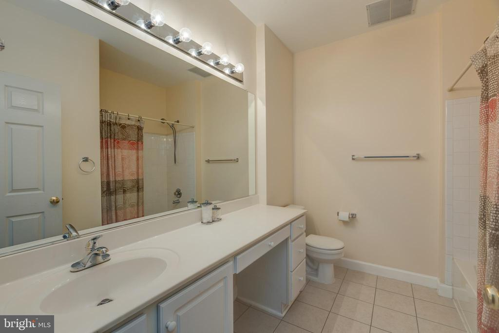 Master bath with plenty of counter space! - 6495 TAYACK PL #201, ALEXANDRIA