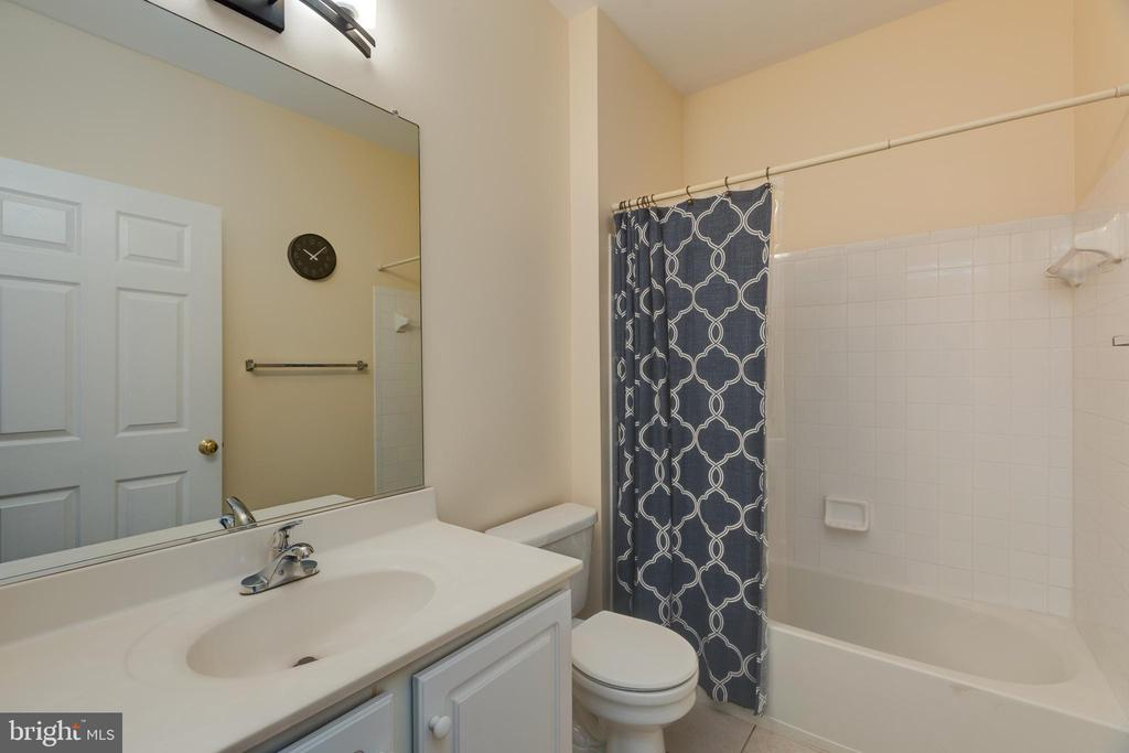 Second bathroom - 6495 TAYACK PL #201, ALEXANDRIA