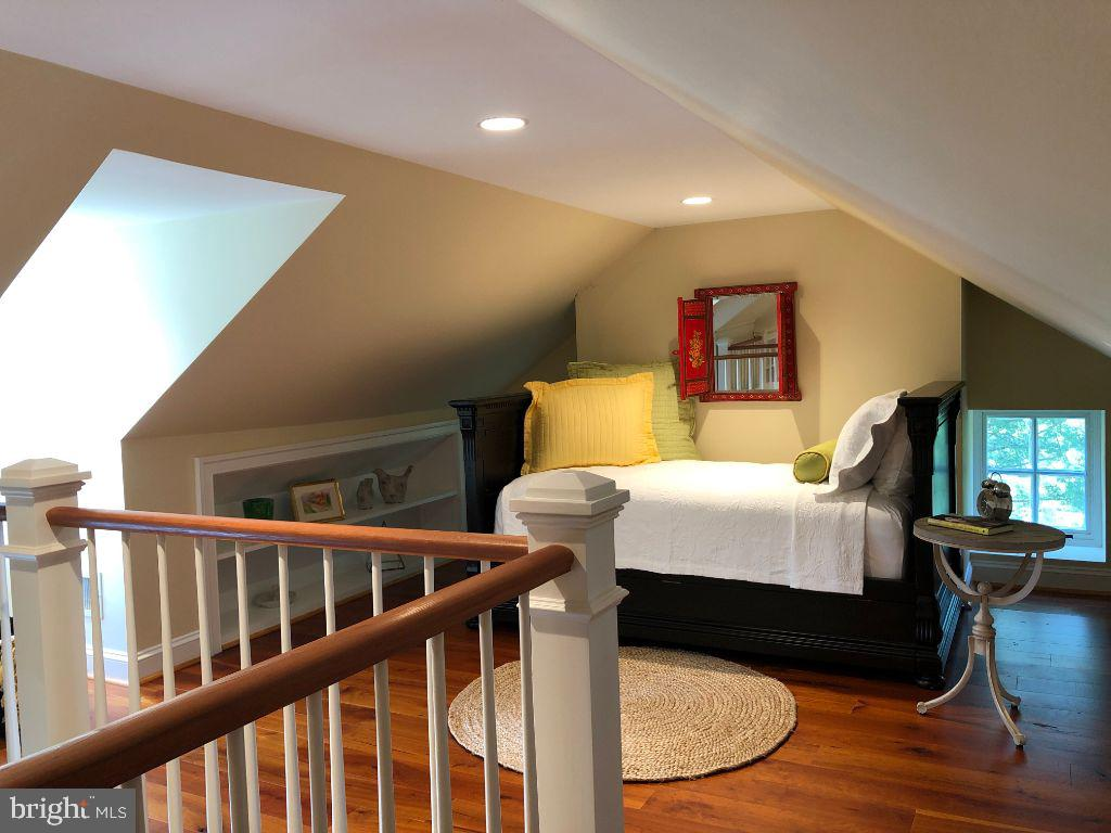 Overflow attic bedroom w/seating - 19200 ORCHARD MANOR LN, LEESBURG