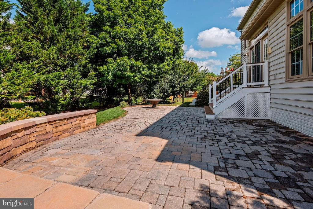 Paver patio - 11308 KNIGHTS LANDING CT, LAUREL
