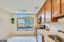 Light filled kitchen - 1643 S HAYES ST #2, ARLINGTON