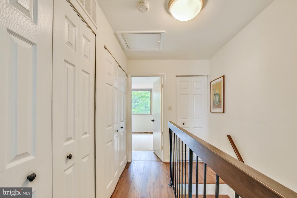Second level hallway separating 2 masters - 1643 S HAYES ST #2, ARLINGTON