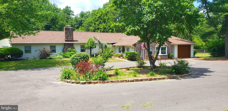Single Family Homes pour l Vente à Burlington, New Jersey 08016 États-Unis