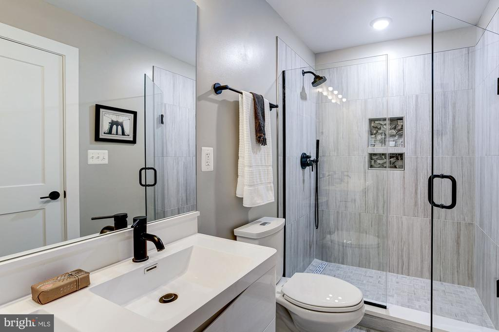 Double vanity with stall shower! - 1206 LONGFELLOW ST NW #5, WASHINGTON